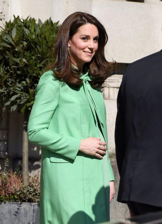 Công nương Kate sinh thêm một hoàng tử - Ảnh 2.