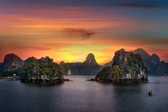Vịnh Hạ Long, Mù Cang Chải là những địa điểm có cảnh đẹp nhất Trái đất - Ảnh 2.