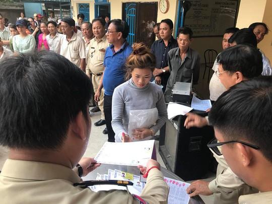 Trao hơn 100 thẻ vàng cho bà con người Campuchia gốc Việt - Ảnh 6.