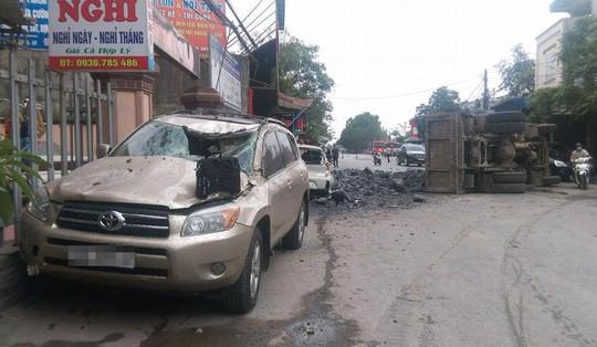 Chủ xe Toyota 7 chỗ bãi nại, tài xế bẻ lái cứu 2 nữ sinh thoát xử lý hình sự - Ảnh 1.