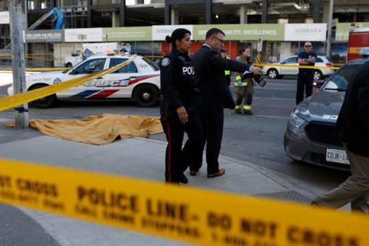 Canada: Xe tải lao vào đám đông, 10 người thiệt mạng - Ảnh 4.