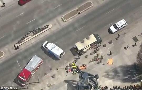 Canada: Xe tải lao vào đám đông, 10 người thiệt mạng - Ảnh 5.