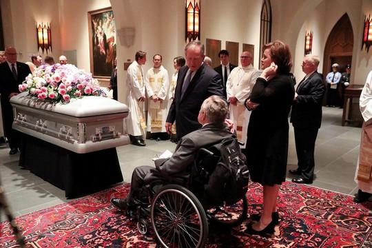 Sau khi chôn vợ, cựu Tổng thống Bush nhập viện - Ảnh 1.