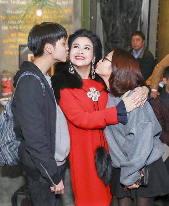 Diva Thanh Lam dạy con từ sai lầm bản thân - Ảnh 1.