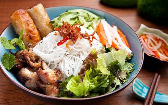 Món ăn nhất định phải thử khi lang thang ngôi chợ trăm tuổi ở Sài Gòn - Ảnh 2.