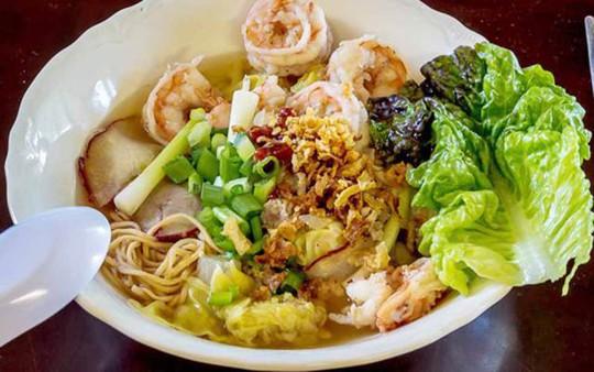 Món ăn nhất định phải thử khi lang thang ngôi chợ trăm tuổi ở Sài Gòn - Ảnh 3.