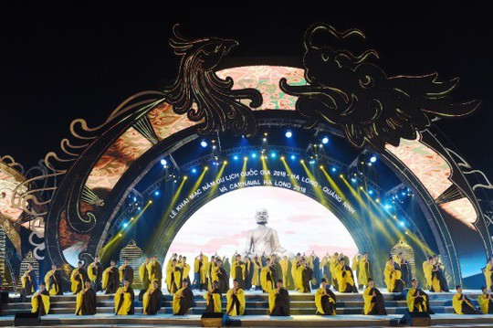 Hạ Long thức trắng cùng Carnaval hoành tráng nhất 10 năm qua - Ảnh 1.