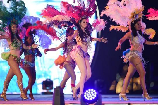 Hạ Long thức trắng cùng Carnaval hoành tráng nhất 10 năm qua - Ảnh 7.
