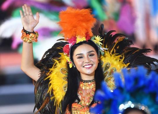 Hạ Long thức trắng cùng Carnaval hoành tráng nhất 10 năm qua - Ảnh 8.