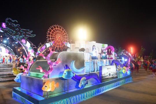 Hạ Long thức trắng cùng Carnaval hoành tráng nhất 10 năm qua - Ảnh 9.