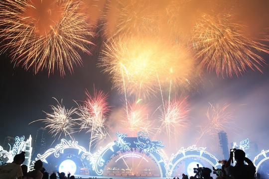 Hạ Long thức trắng cùng Carnaval hoành tráng nhất 10 năm qua - Ảnh 10.