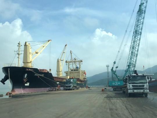Việc cổ phần hóa Cảng Quy Nhơn, bán cảng này cho tư nhân; cán bộ, nhân dân Bình Định rất bất bình, bức xúc Ảnh: A.T