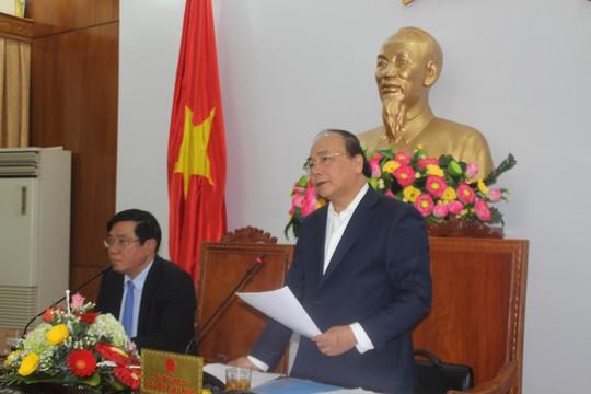 Bí thư Tỉnh ủy Bình Định Nguyễn Thanh Tùng (bên trái) đã đề nghị Thủ tướng Chính phủ (bên phải), lãnh đạo các bộ, ngành làm sao để QNP trở lại là cảng của Nhà nước