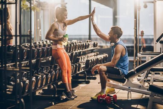 Cách tăng hưng phấn khi bắt đầu buổi tập thể dục - Ảnh 1.