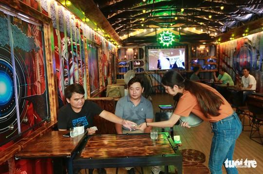 Quán cà phê xe container có một không hai ở Sài Gòn - Ảnh 2.