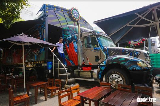 Quán cà phê xe container có một không hai ở Sài Gòn - Ảnh 5.