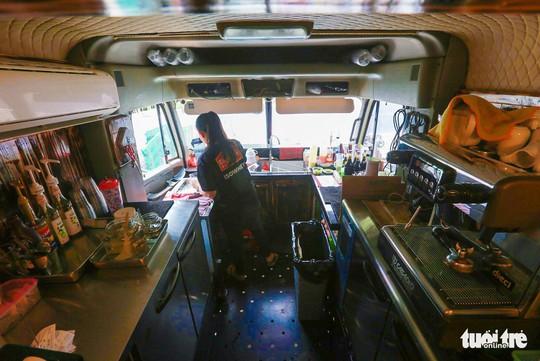 Quán cà phê xe container có một không hai ở Sài Gòn - Ảnh 7.
