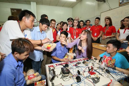 CB-NV HDBank, Vietjet chắp cánh ước mơ cho người khuyết tật - Ảnh 7.