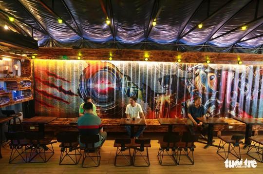 Quán cà phê xe container có một không hai ở Sài Gòn - Ảnh 9.