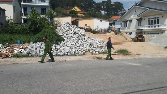 Vụ nổ súng ở Đà Lạt: Hàng xóm khai lạc đạn khi thử súng - Ảnh 3.