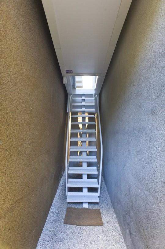 Thiết kế nội thất cực chất ở ngôi nhà hẹp nhất thế giới - Ảnh 4.