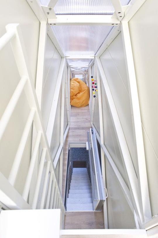 Thiết kế nội thất cực chất ở ngôi nhà hẹp nhất thế giới - Ảnh 6.