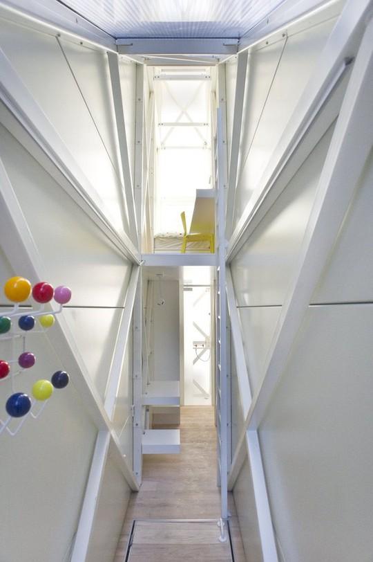 Thiết kế nội thất cực chất ở ngôi nhà hẹp nhất thế giới - Ảnh 8.