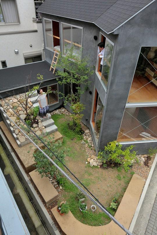 Thích thú ngôi nhà hình nấm bằng gỗ tự nhiên ở Nhật - Ảnh 4.