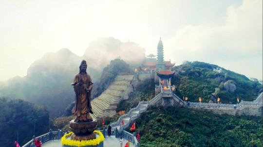 Kim Sơn Bảo Thắng Tự giữa mây ngàn Fansipan - Ảnh 1.