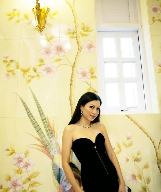 Xem biệt thự dát vàng 300 tỷ của Hoa hậu Ngô Mỹ Uyên - Ảnh 10.