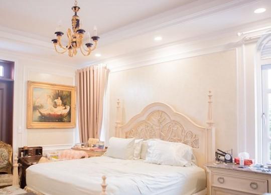 Xem biệt thự dát vàng 300 tỷ của Hoa hậu Ngô Mỹ Uyên - Ảnh 13.