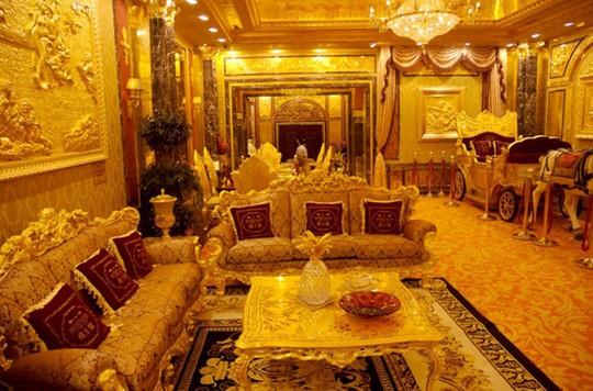 Xem biệt thự dát vàng 300 tỷ của Hoa hậu Ngô Mỹ Uyên - Ảnh 2.