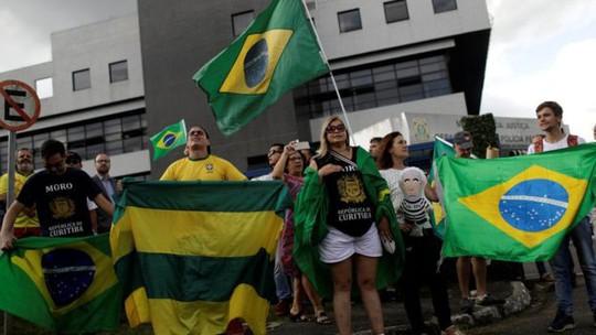 Cựu tổng thống cố thủ, Brazil vào thế giằng co - Ảnh 3.