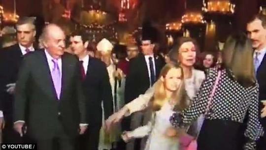 Tây Ban Nha xôn xao vì mâu thuẫn mẹ chồng - nàng dâu hoàng gia - Ảnh 2.