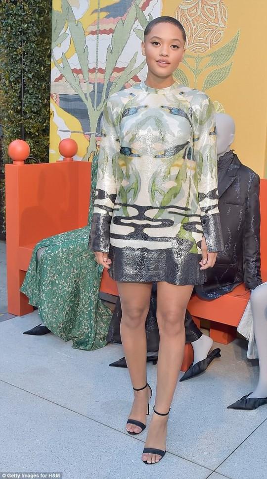 Con gái Michael Jackson mặc áo hở ngực táo bạo - Ảnh 7.