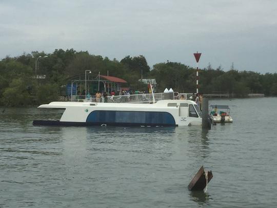 Tàu cao tốc chở 42 khách bị sự cố trên biển Cần Giờ - Ảnh 1.