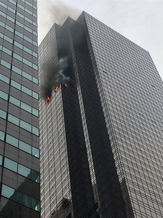 Cháy căn hộ tại Trump Tower, 1 người thiệt mạng - Ảnh 1.