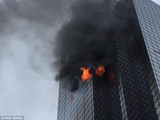 Cháy căn hộ tại Trump Tower, 1 người thiệt mạng - Ảnh 2.