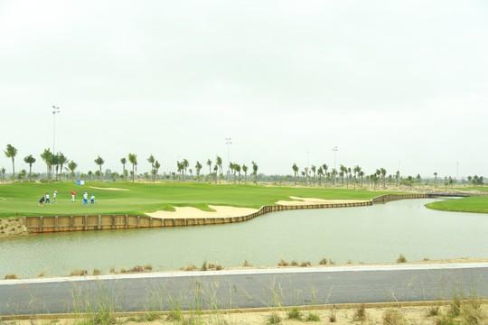 Cuốn hút sân golf phong cách bờ kè đầu tiên tại châu Á - Ảnh 6.