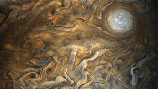 Cận cảnh chuỗi ngọc trai siêu bão trên Sao Mộc - Ảnh 2.