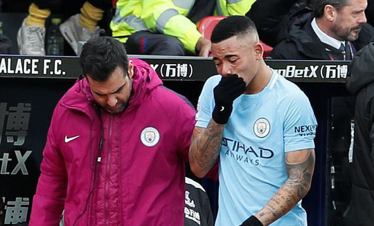 Jesus nghỉ 6 tuần, Guardiola gào thét với lịch thi đấu - Ảnh 2.