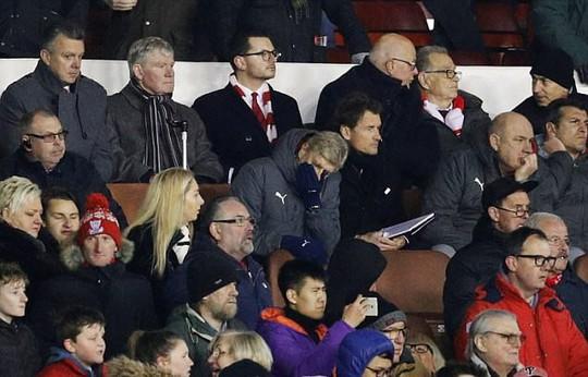 Hết đổ lỗi trọng tài, Wenger lại chỉ trích cầu thủ - Ảnh 1.