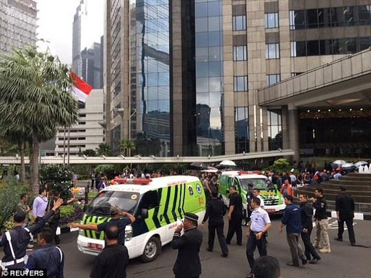 Sập sàn chứng khoán, hơn 70 người bị thương - Ảnh 1.