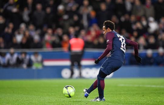 Lập poker, Neymar vẫn bị CĐV PSG la ó - Ảnh 2.