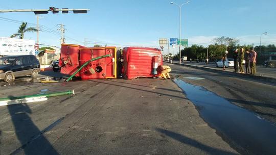 Xe cứu hỏa tông 3 ô tô khi đi chữa cháy - Ảnh 6.