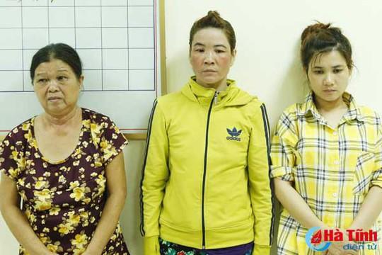 Đi chơi thiếu tiền xài, 3 nữ quái vào chùa trộm tiền - Ảnh 1.