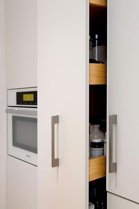 Nhà bếp nhỏ đa chức năng của căn hộ này khiến ai thấy cũng mê - Ảnh 14.
