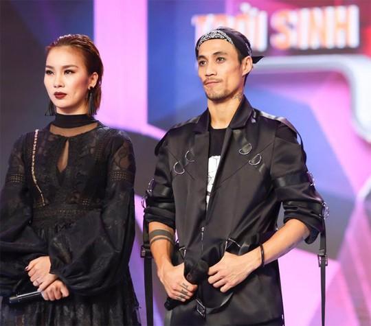 """Những người vợ 'nằm gai"""" cùng chồng trong showbiz Việt - Ảnh 1."""