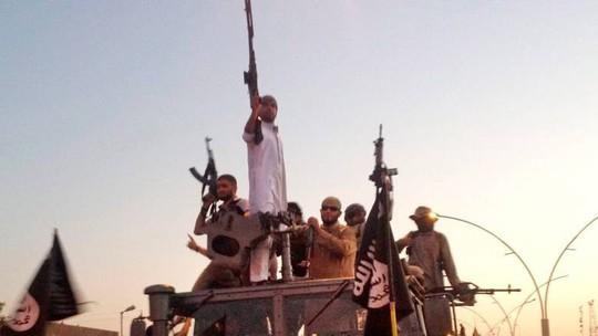 Iraq bắt giữ 5 thủ lĩnh IS bị truy nã gắt gao nhất - Ảnh 1.