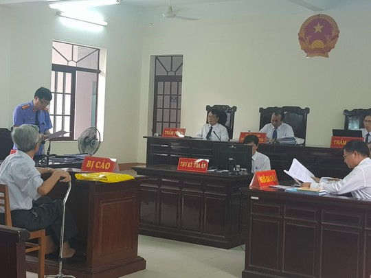 Tuyên án treo bị cáo ấu dâm Nguyễn Khắc Thủy là nhạo báng công lý - Ảnh 1.
